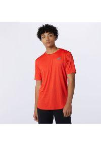 T-shirt New Balance w geometryczne wzory, krótki