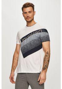 Biały t-shirt Desigual na co dzień, casualowy, z nadrukiem