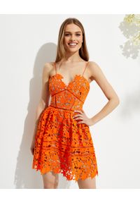 SELF PORTRAIT - Pomarańczowa sukienka mini Azaelea. Kolor: pomarańczowy. Materiał: koronka. Długość rękawa: na ramiączkach. Wzór: kwiaty, koronka. Typ sukienki: dopasowane. Styl: elegancki. Długość: mini