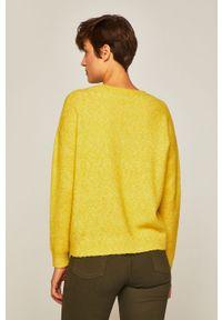 Żółty sweter medicine z okrągłym kołnierzem