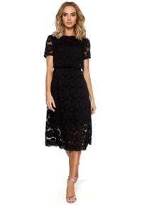 MOE - Czarna Koronkowa Rozkloszowana Midi Sukienka z Krótkim Rękawem. Kolor: czarny. Materiał: koronka. Długość rękawa: krótki rękaw. Długość: midi