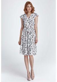 Nife - Ecru Sukienka Rozkloszowana z Kwiatowym Wzorem. Materiał: poliester. Wzór: kwiaty
