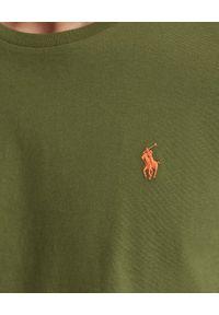 Ralph Lauren - RALPH LAUREN - Bawełniana koszulka khaki Custom Slim Fit. Typ kołnierza: polo. Kolor: zielony. Materiał: bawełna. Wzór: haft
