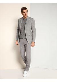 Szare spodnie TOP SECRET do pracy, długie, w kolorowe wzory, na zimę