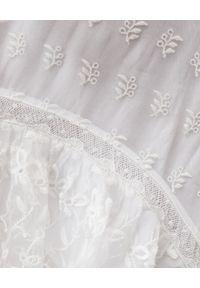 Biała sukienka maxi, asymetryczna