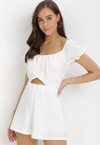 Born2be - Biały Kombinezon Loreneh. Kolor: biały. Długość: krótkie