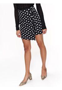 Czarna spódnica TOP SECRET na wiosnę, na co dzień, elegancka, w kolorowe wzory