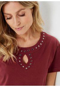 T-shirt z aplikacją z ćwieków bonprix czerwony kasztanowy - srebrny. Kolor: czerwony. Długość rękawa: krótki rękaw. Długość: krótkie. Wzór: aplikacja