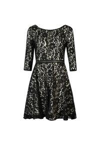 Sukienka Guess z aplikacjami, dopasowana