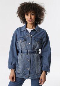 Born2be - Niebieska Kurtka Jeansowa Allunella. Kolor: niebieski. Materiał: jeans
