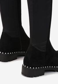 Renee - Czarne Kozaki Nelis. Nosek buta: okrągły. Zapięcie: zamek. Kolor: czarny. Szerokość cholewki: normalna. Wzór: aplikacja. Wysokość cholewki: za kolano. Materiał: materiał. Obcas: na obcasie. Styl: glamour. Wysokość obcasa: niski