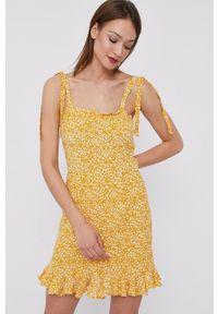 BARDOT - Bardot - Sukienka. Kolor: żółty. Materiał: tkanina. Typ sukienki: rozkloszowane