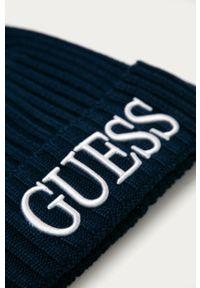 Niebieska czapka Guess Jeans z aplikacjami