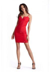 IVON - Ołówkowa Czerwona Sukienka na Cienkich Ramiączkach. Kolor: czerwony. Materiał: wiskoza, nylon, elastan. Długość rękawa: na ramiączkach. Typ sukienki: ołówkowe