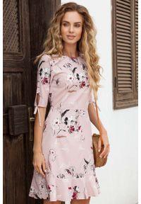 Sukienka rozkloszowana MOE z falbankami, w kwiaty