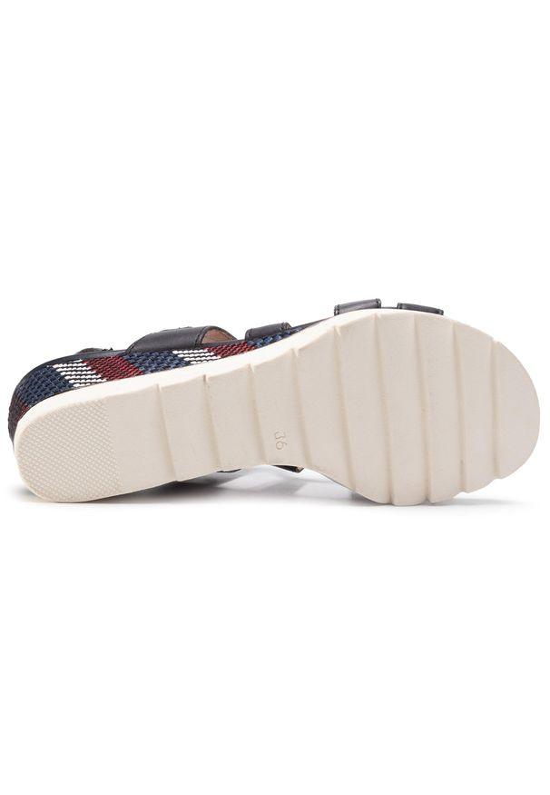 Niebieskie sandały Marco Tozzi na co dzień, casualowe