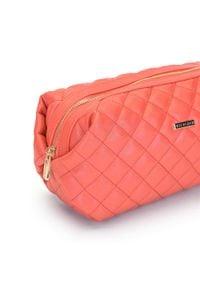 Wittchen - Damska kosmetyczka pikowana. Kolor: różowy. Materiał: skóra ekologiczna. Wzór: aplikacja
