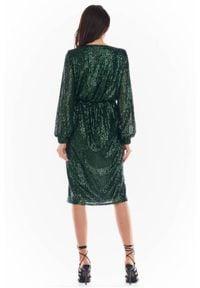 Awama - Kopertowa cekinowa sukienka z asymetrycznym dołem. Typ kołnierza: dekolt kopertowy. Materiał: elastan, dzianina, poliester, materiał. Typ sukienki: kopertowe, asymetryczne
