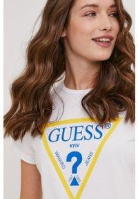 Guess - T-shirt Kyiv z kolekcji urodzinowej. Okazja: na urodziny. Kolor: biały. Materiał: dzianina, bawełna. Wzór: nadruk. Styl: casual #2