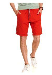 Czerwone szorty TOP SECRET klasyczne, w kolorowe wzory, do kolan