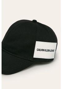 Czarna czapka z daszkiem Calvin Klein Jeans