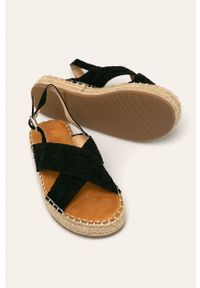 Czarne sandały ANSWEAR bez obcasa, na platformie, na klamry