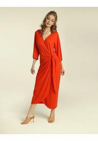Madnezz - Sukienka Chilena - chilli. Materiał: wiskoza, elastan. Typ sukienki: kopertowe