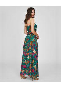 MAARE - Zielona sukienka maxi Claire. Typ kołnierza: z żabotem. Kolor: zielony. Materiał: tkanina. Długość rękawa: na ramiączkach. Wzór: gładki, kwiaty. Sezon: lato. Długość: maxi