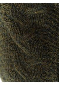 TOP SECRET - Sweter długi rękaw damski luźny. Typ kołnierza: dekolt w serek. Kolor: zielony. Materiał: jeans. Długość rękawa: długi rękaw. Długość: długie. Sezon: wiosna