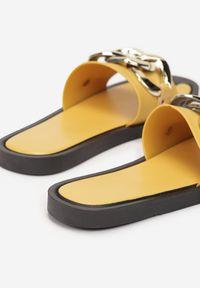 Born2be - Żółte Klapki Gwenhiga. Kolor: żółty. Materiał: guma. Wzór: haft, ażurowy, aplikacja. Obcas: na płaskiej podeszwie