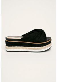 Czarne klapki Pepe Jeans bez obcasa, na platformie