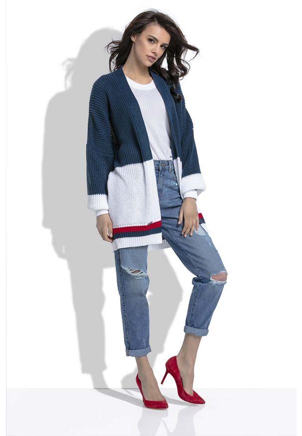 Biały sweter Fobya w kolorowe wzory