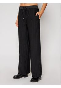 Czarne spodnie materiałowe Guess