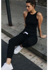 MUUV - Spodnie Sneaker Girl. Kolor: czarny. Materiał: bawełna