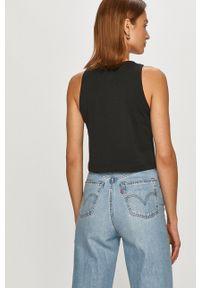 Calvin Klein Jeans - T-shirt. Kolor: czarny. Materiał: bawełna. Długość rękawa: na ramiączkach. Wzór: nadruk