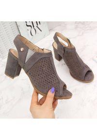 Sandały damskie zabudowane ażurowe na słupku eVento. Materiał: zamsz. Wzór: ażurowy. Obcas: na słupku