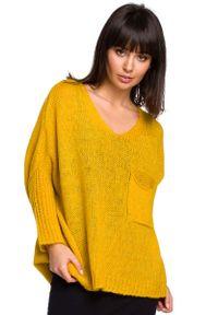 Pomarańczowy sweter oversize MOE z asymetrycznym kołnierzem