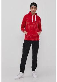 Champion - Bluza bawełniana. Okazja: na co dzień. Typ kołnierza: kaptur. Kolor: czerwony. Materiał: bawełna. Styl: casual