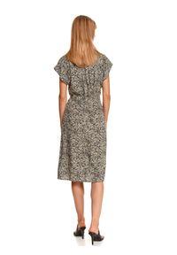TOP SECRET - Koszulowa sukienka z krótkim rękawkiem. Okazja: do pracy, na co dzień. Kolor: beżowy. Materiał: dzianina. Długość rękawa: krótki rękaw. Sezon: jesień. Typ sukienki: koszulowe. Styl: klasyczny, casual. Długość: midi