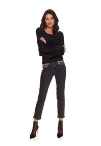 TOP SECRET - Sweter damski z okrągłym dekoltem. Kolor: czarny. Materiał: tkanina. Długość: długie. Wzór: aplikacja. Sezon: zima
