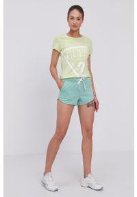 Guess - T-shirt. Okazja: na co dzień. Kolor: wielokolorowy, zielony, żółty. Materiał: dzianina, bawełna. Wzór: nadruk. Styl: casual #5