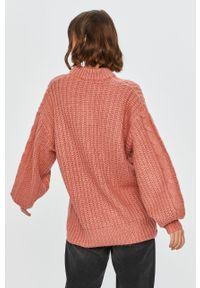 Różowy sweter Answear Lab z długim rękawem, długi, z okrągłym kołnierzem, wakacyjny