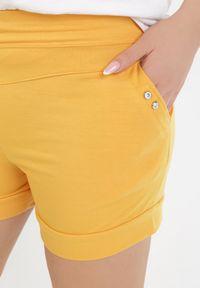 Born2be - Żółte Szorty Cahrysha. Kolor: żółty