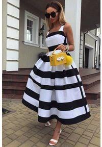 IVET - Sukienka KEIKO. Okazja: na imprezę. Kolor: czarny, biały, wielokolorowy. Materiał: materiał. Wzór: paski. Typ sukienki: rozkloszowane. Styl: elegancki