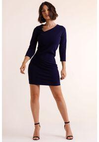 IVON - Ołówkowa Mini Sukienka z Asymetrycznym Dekoltem - Granatowa. Kolor: niebieski. Materiał: poliester. Typ sukienki: asymetryczne, ołówkowe. Długość: mini