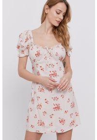BARDOT - Bardot - Sukienka. Kolor: beżowy. Materiał: tkanina. Typ sukienki: rozkloszowane