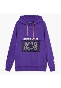 Cropp - Bluza z kapturem i nadrukiem Space Jam - Fioletowy. Typ kołnierza: kaptur. Kolor: fioletowy. Wzór: nadruk