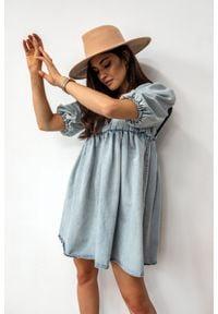 Sukienka ze spranego jeansu z pagonami i bufkami - CANSAS by Marsala. Materiał: jeans. Typ sukienki: sportowe. Styl: sportowy, elegancki