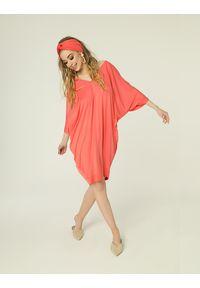 Madnezz - Sukienka Nelly - koral. Kolor: pomarańczowy. Materiał: wiskoza, elastan. Typ sukienki: oversize. Styl: etno