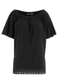 """Shirt bawełniany """"carmen"""" z ażurowym haftem bonprix czarny. Typ kołnierza: typu carmen. Kolor: czarny. Materiał: bawełna. Wzór: haft, ażurowy"""